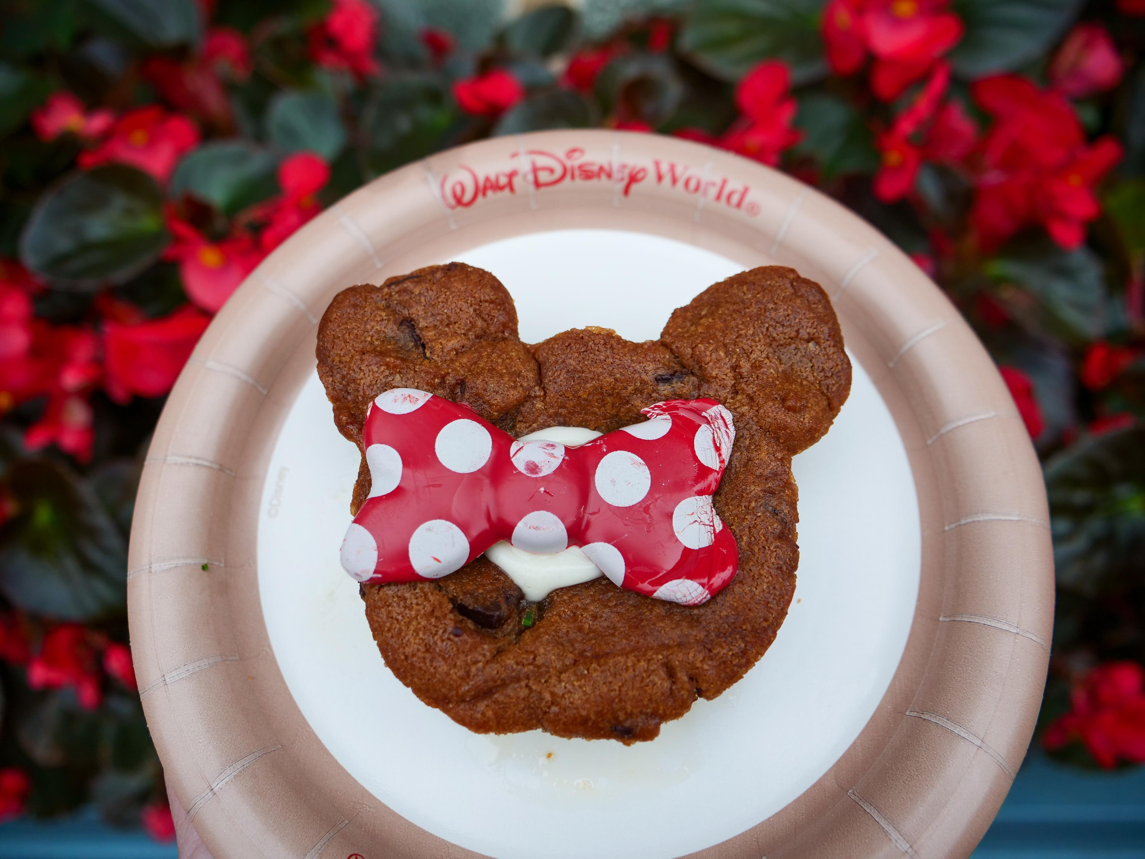 Minnie Mouse Lava Cake
