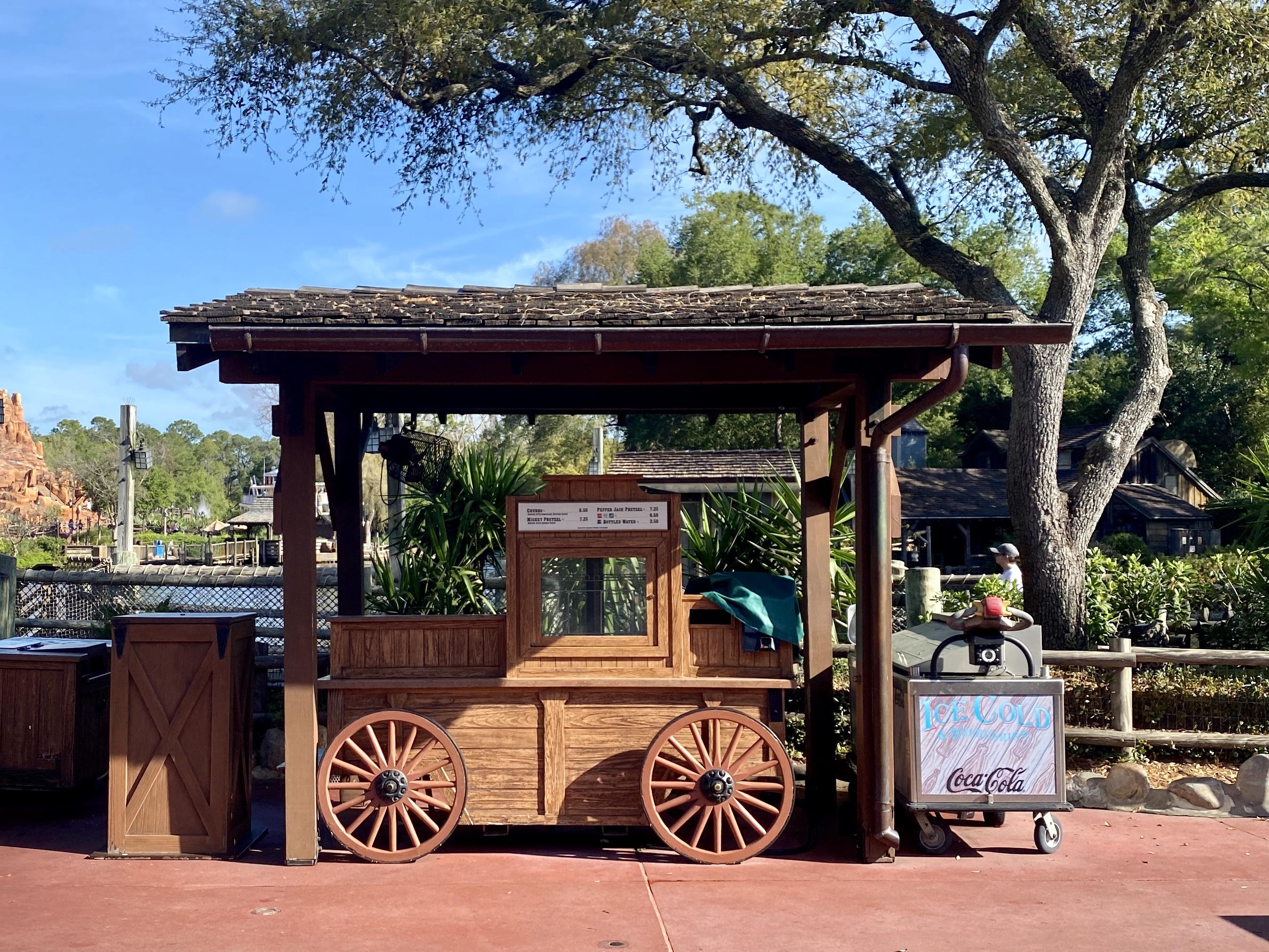 Closed pretzel cart