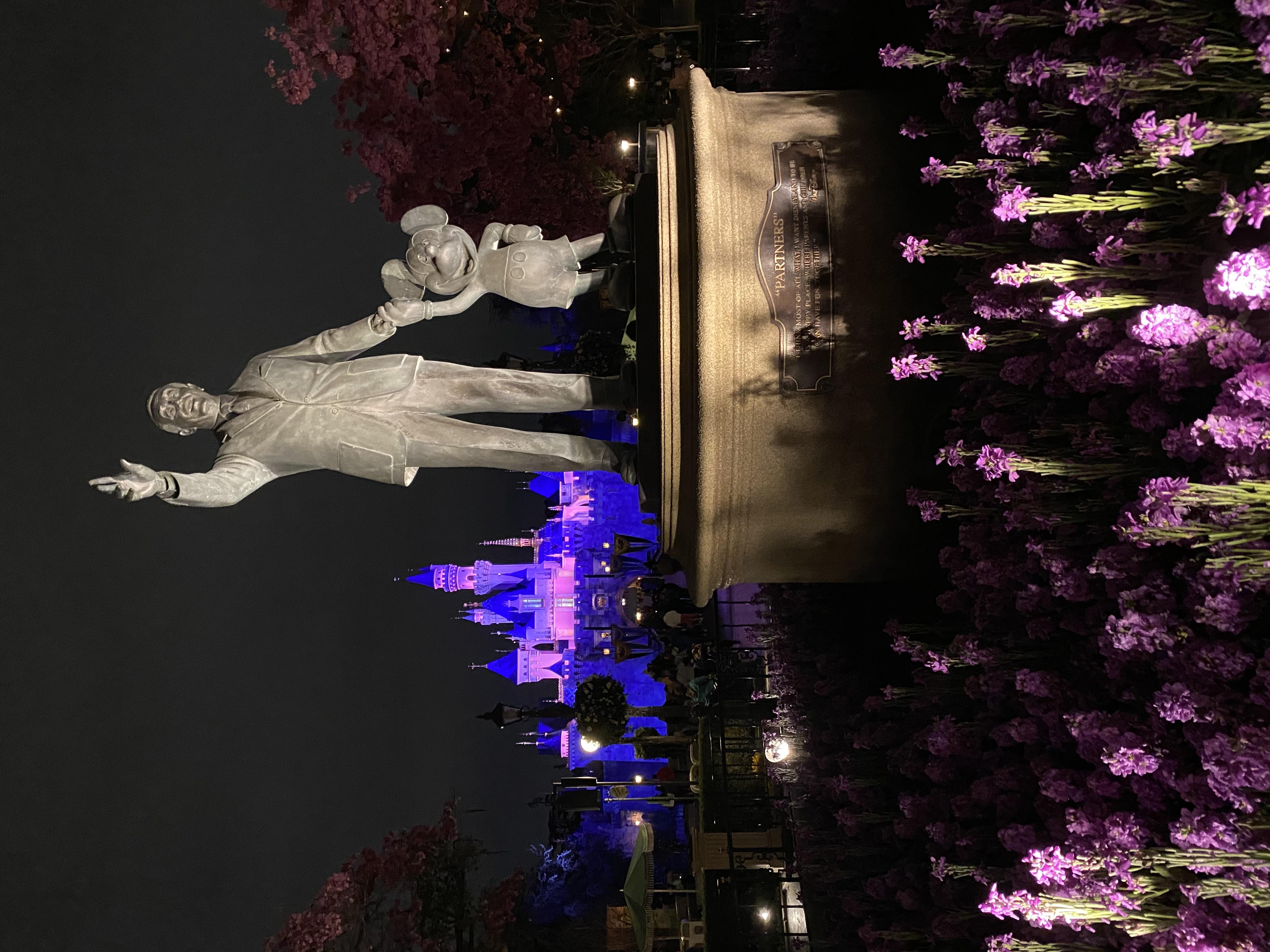 DL partner statue