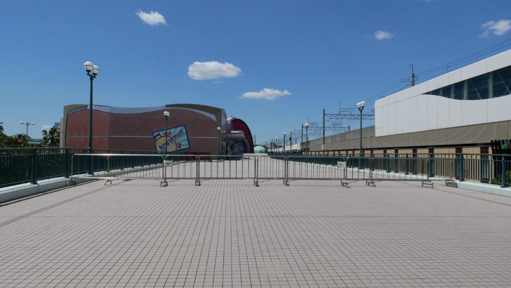 Tokyo Disneyland pathway blocked