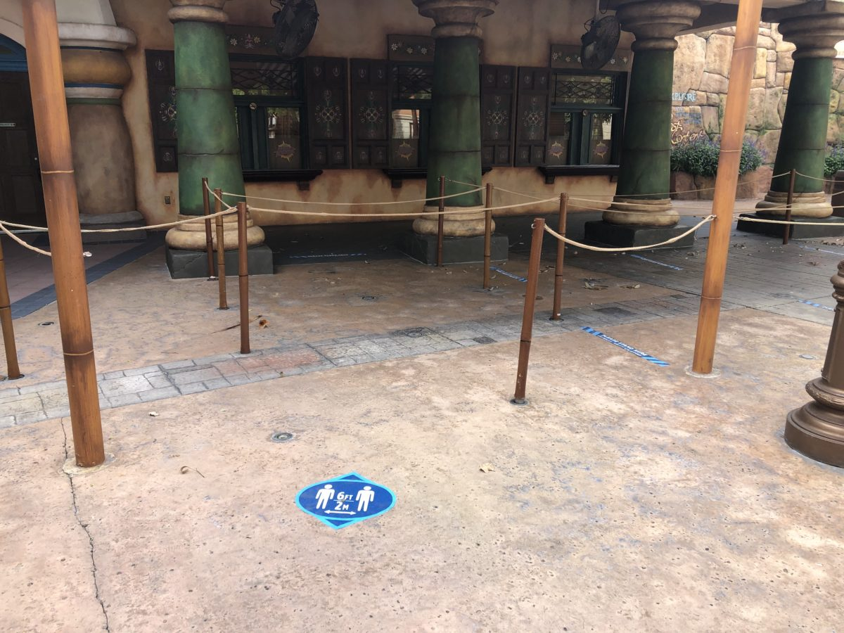 Islands of Adventure Social Distancing Guest Services