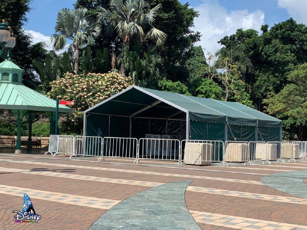 Tous les Parcs Disney du monde fermés (sauf Shanghai) - Page 17 Hong-kong-disneyland-screening-tents-relocated-mtr-station-1-1000x750