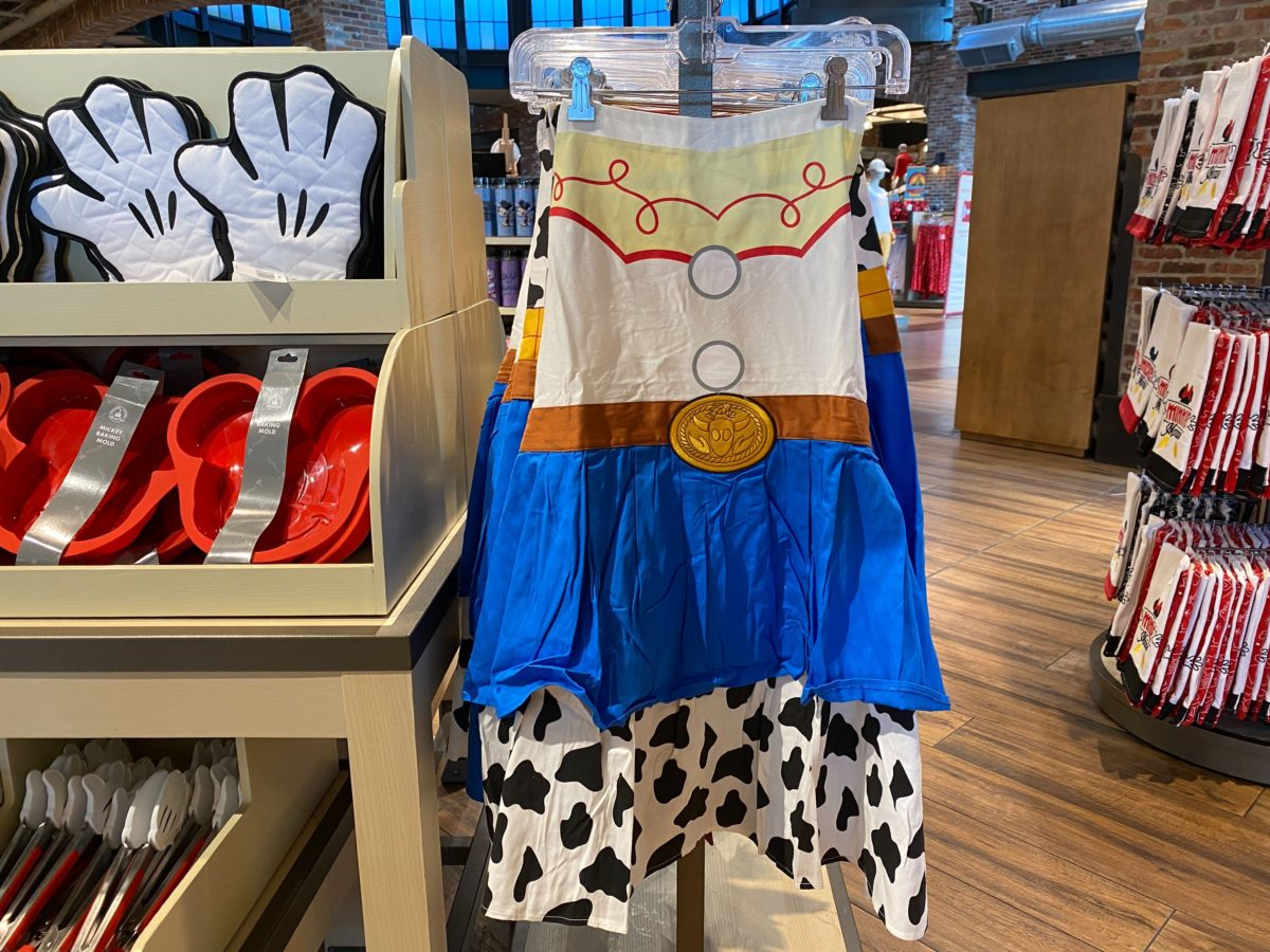 character kitchen aprons and potholders