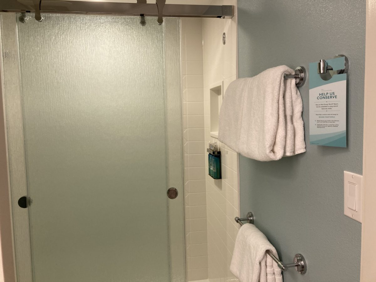 pop century resort room bathroom towels