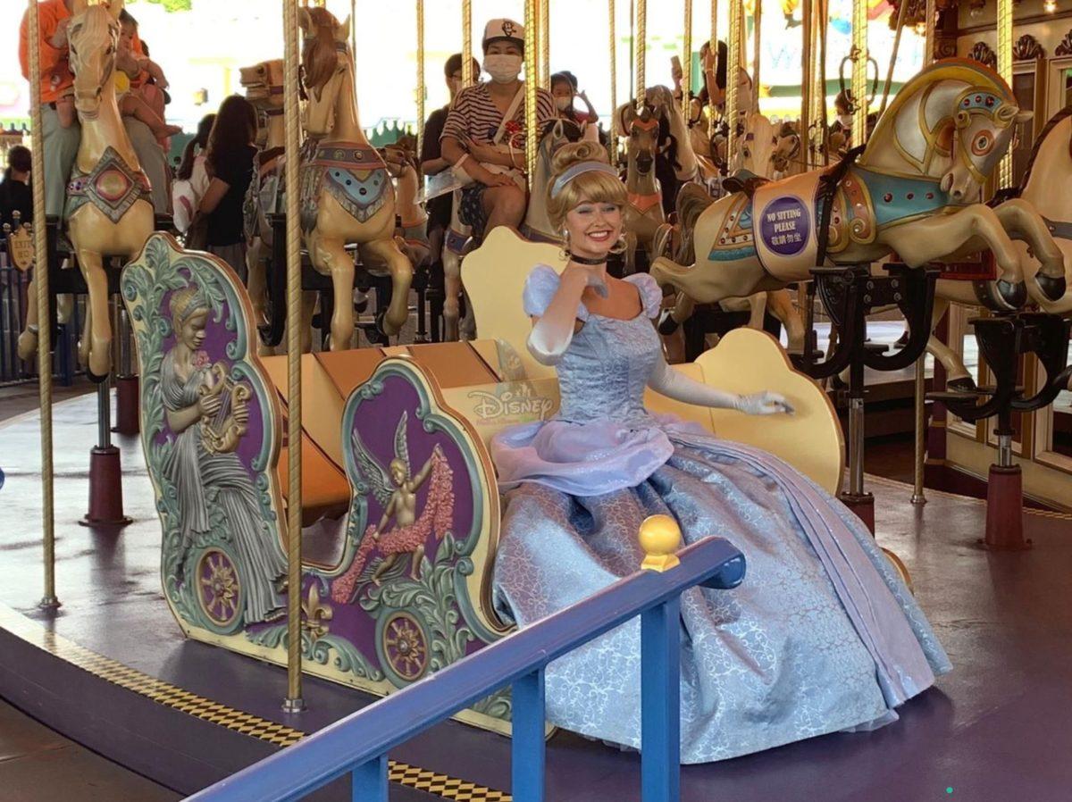 cinderella riding carousel hkdl
