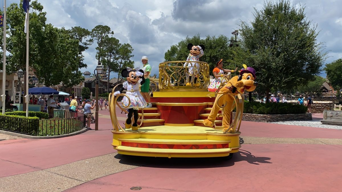 mickey and friends cavalcade