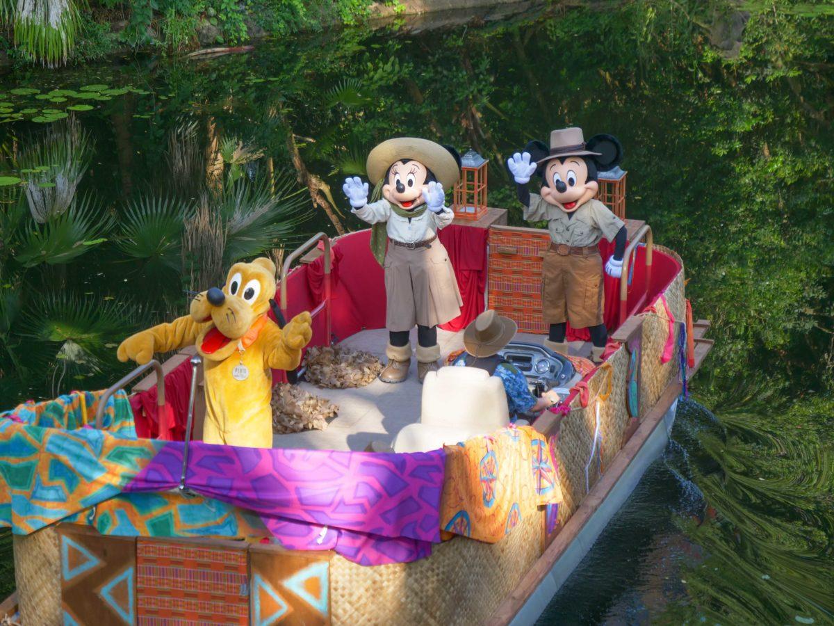 dak boat cavalcade characters mickey minnie pluto