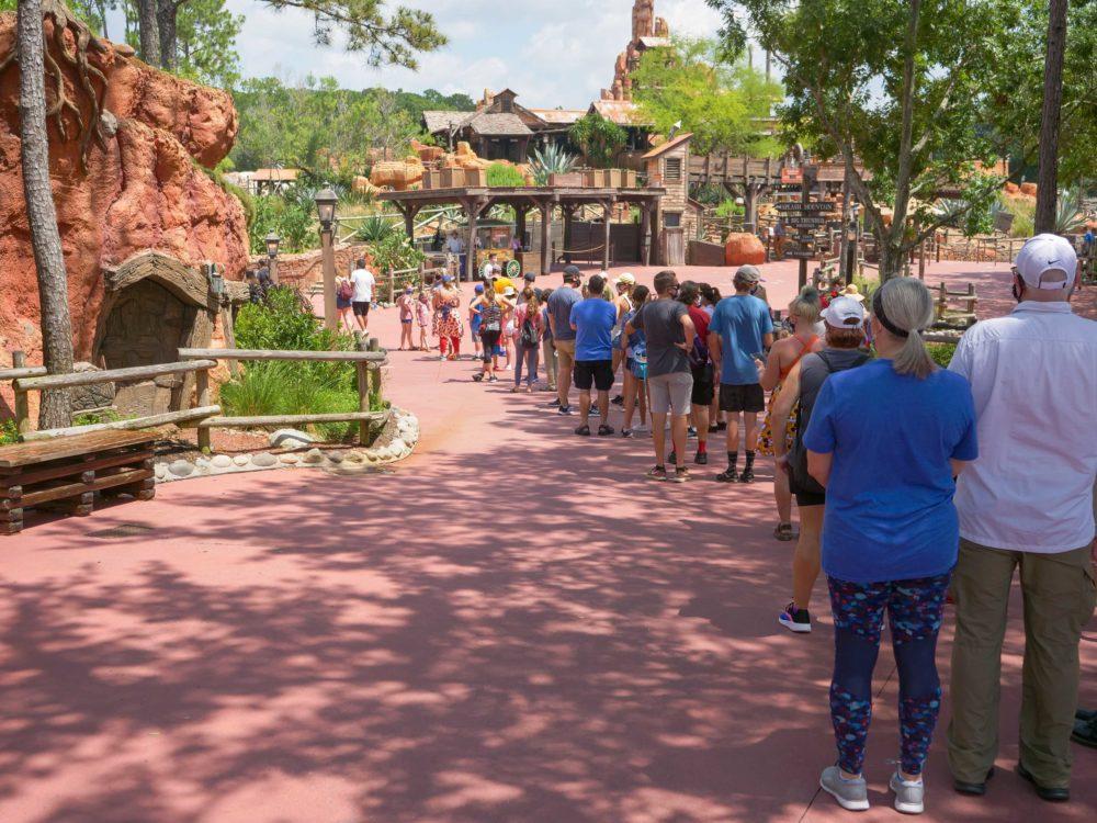 splash mountain reopening crowd